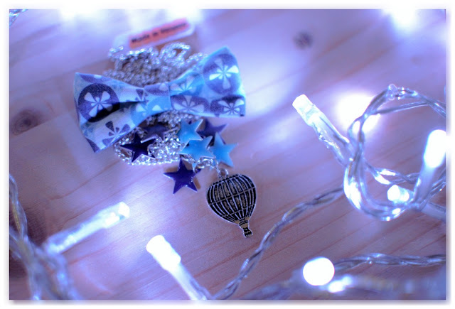 sautoir nœud montgolfière étoiles argenté bleu violet
