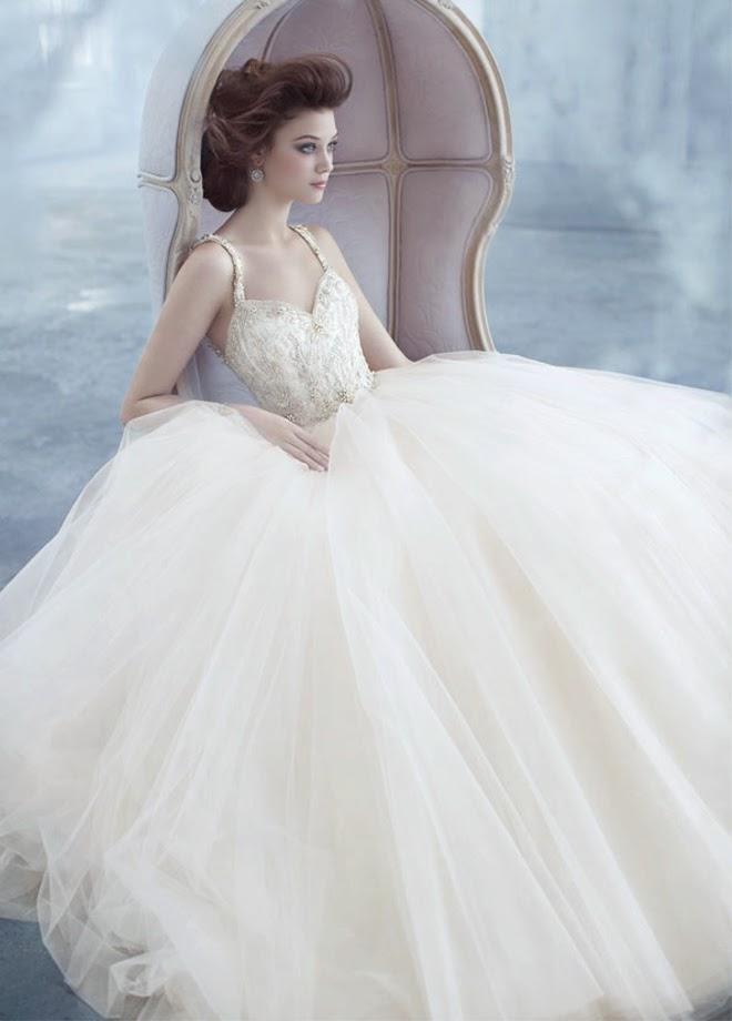 bonitos vestidos de novia | colección lázaro | vestidos | moda 2019