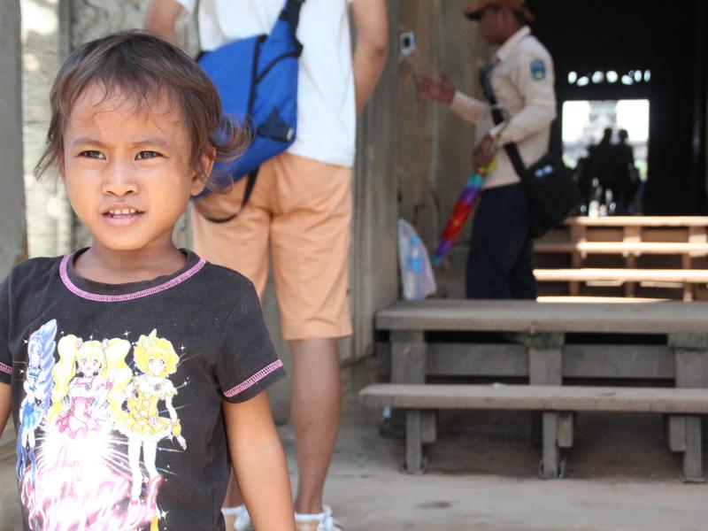 Niños vendiendo Angkor Wat