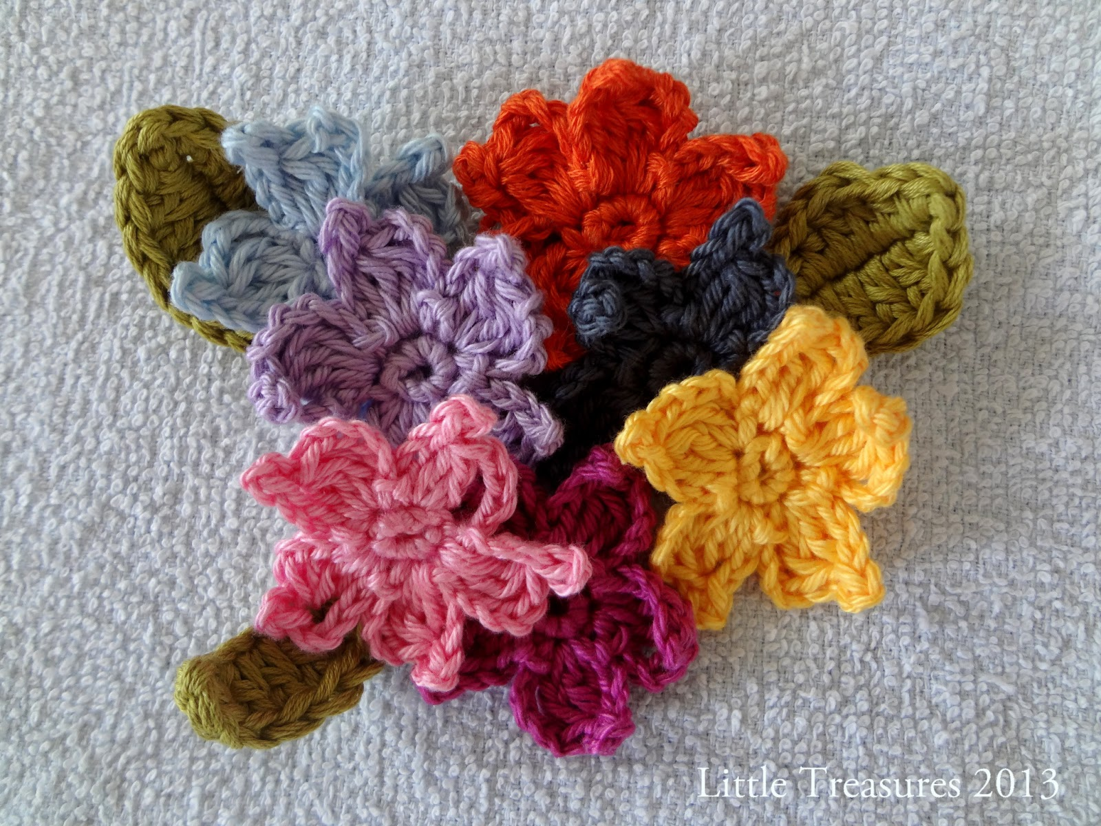 Little Treasures: Adenium - free crochet flower tutorial