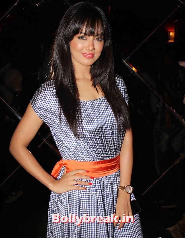 Sana Khan, Sunny Leone, Gauhar & Sana Khan at Baby Doll Success Party
