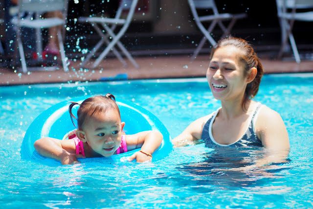 How to Teach Babies to Swim According to Age