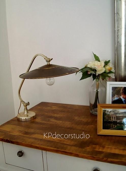 Comprar lámpara de mesa vintage para iluminación auxiliar. Como conseguir una luz tenue y tranquila en el salón.