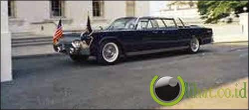 Limousin SS-100-X John F. Kennedy