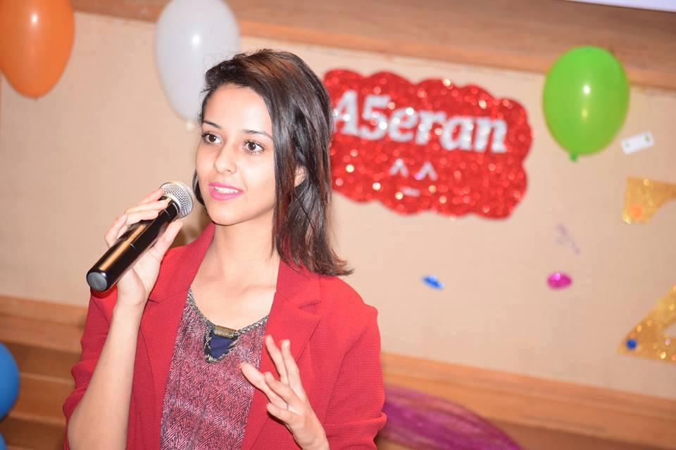 كريمان عادل تسعتد لاحياء حفلا في بيت السناري