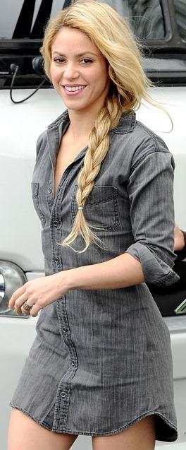 Foto de Shakira con trenza fuera del escenario