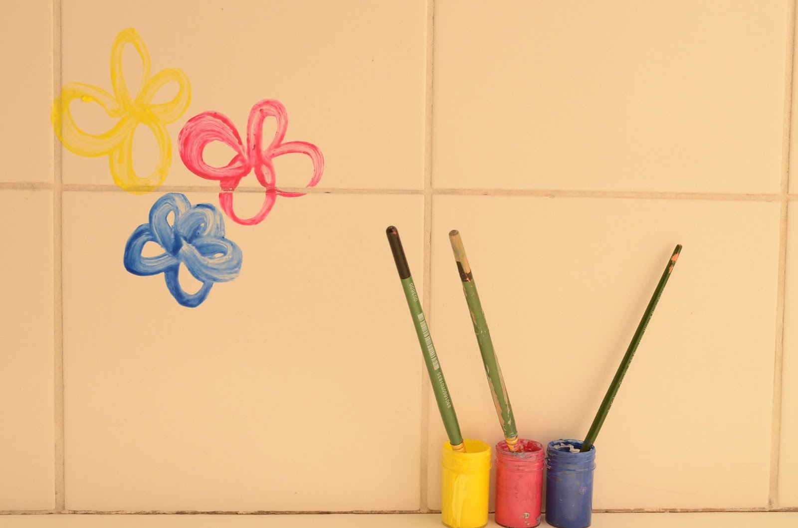 Practical Mom: Keep Kids Busy with Paints in the Bath! Creative + Non messy Activity!