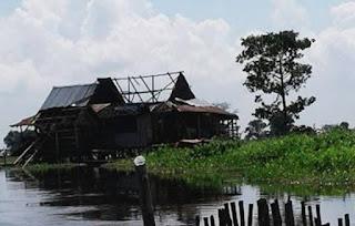 35 Rumah Ambruk Diterpa Angin Puting Beliung
