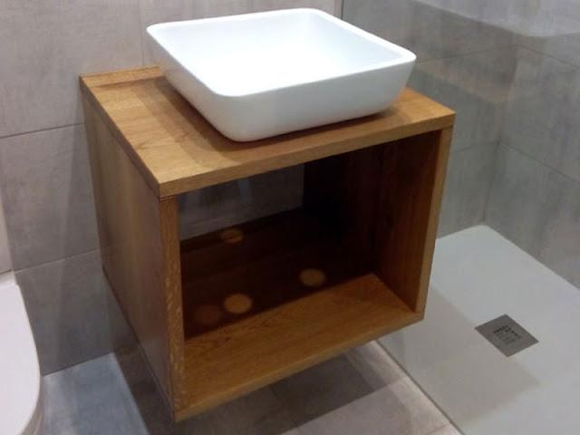Mueble bajo lavabo en roble a medida en Zaragoza