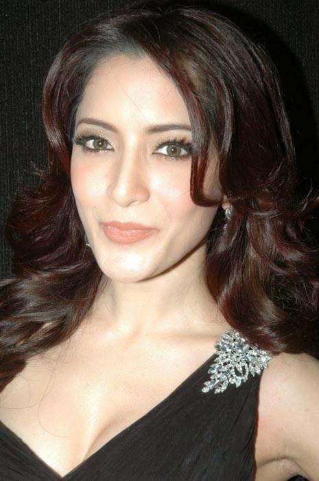 High Quality Meenakshi Pics, Actress Meenakshi Hot Photo Gallery in Black Dress