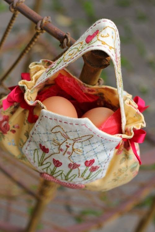 http://patternpile.com/sewing-patterns/easter-egg-bag-sewing-pattern/