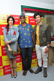 Vidyut Jamwal Adah Sharma Commando 2 Movie Team at Radio Mirchi 95  0002.jpg