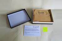 Box geöffnet: bupell Flache Portemonnaie mit herausnehmbarem Ausweisfach - Aus echtem Leder - Seitlichem Münzfach mit Reißverschluss - Schwarz