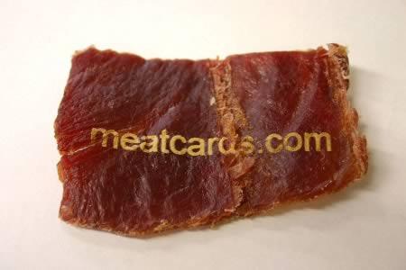 Một miếng thịt khô và công nghệ bắn chữ lade đã tạo nên tấm danh thiếp độc nhất vô nhị này