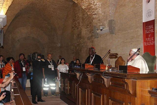 O Cardeal Turkson vem aproximando os movimentos sociais como o MST com a Santa Sé. Reunião Global de Movimentos Populares outubro 2014.