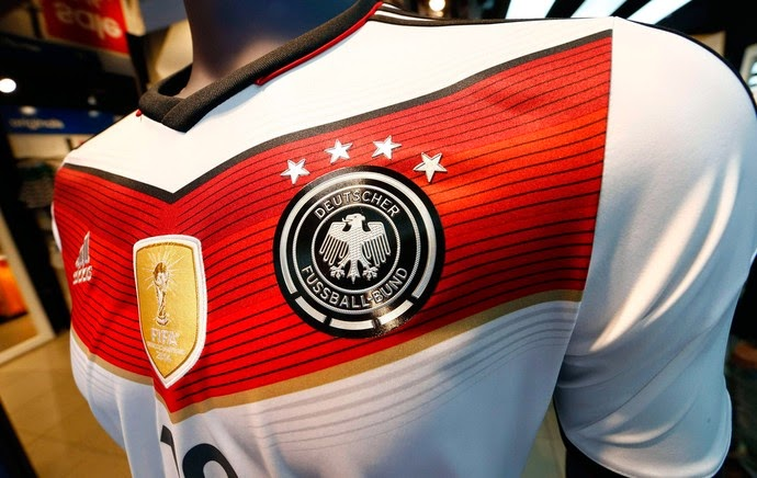 A Adidas anunciou que a camisa número 1 da seleção alemã bateu recorde de  vendas em 2014. O modelo branco utilizado na Copa do Mundo deste ano  alcançou a ... e86b2e585f1ac