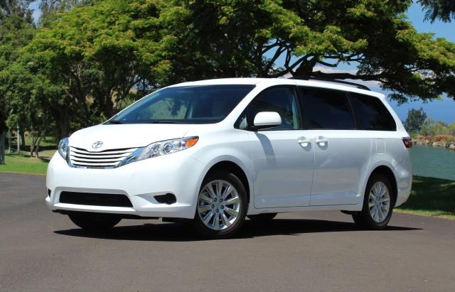 Toyota Sienna nổi bật nhờ sở hữu phần đầu xe ấn tượng