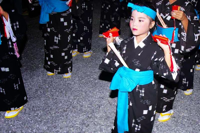 young women dance in kimonos