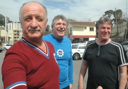Felipão e ex-jogadores do Caxias prestigiam lançamento das camisas retrô 12ed6b5036455