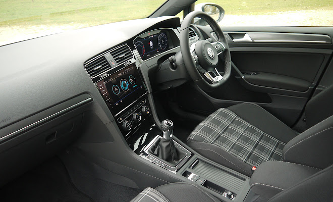 VW Golf GTD 7.5 front interior