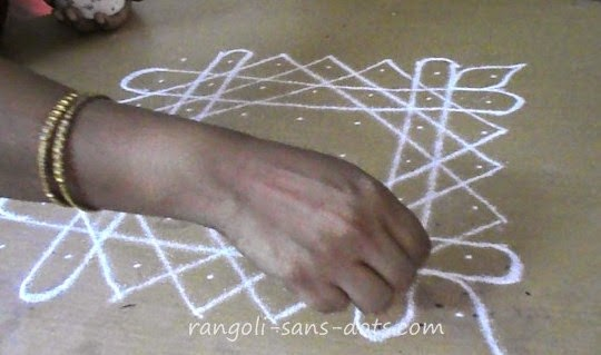 simple-kolam-with-dots-9b.jpg