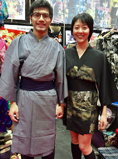couple in vintage and cotton kimono, black short kimono vintage