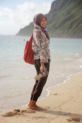 pakaian ke pantai yang cocok liburan mahasiswi