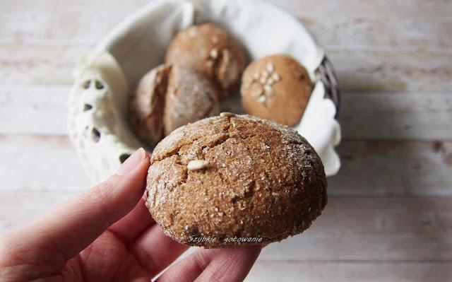 Razowe bułki żytnie na zakwasie (lub płaskie fińskie chlebki)