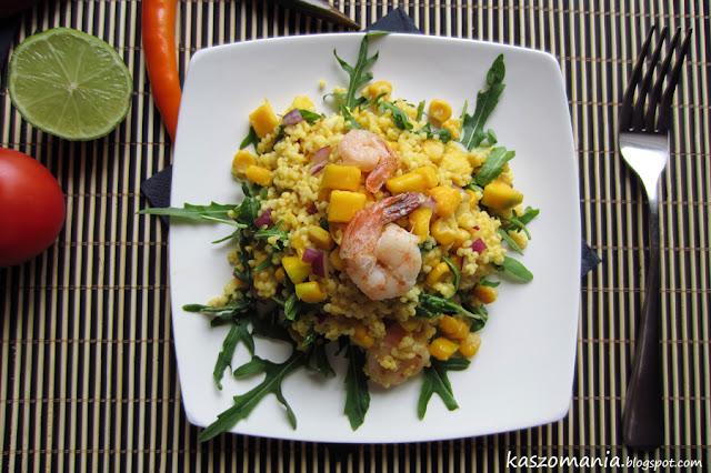Jaglana sałatka z mango, kukurydzą, rukolą i krewetkami