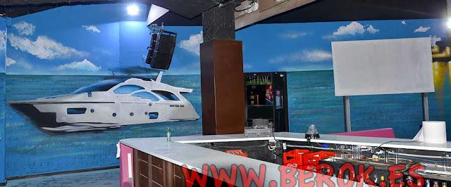 mural barco en playa de Miami
