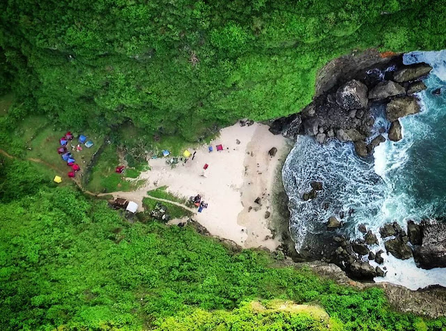pantai wohkudu dari drone