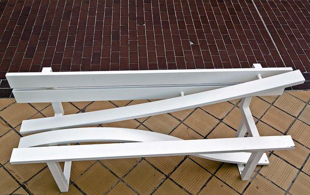 Необычные скамейки. Jeppe Hein 11