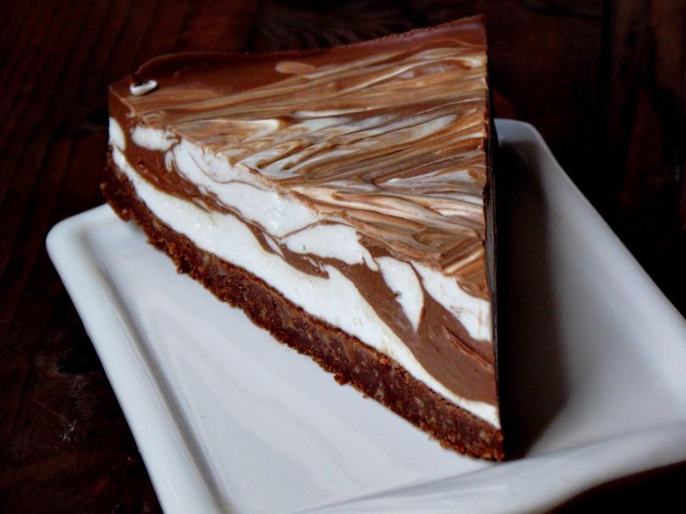http://www.caietulcuretete.com/2013/09/cheesecake-marmorat-cu-ciocolata.html