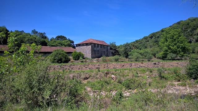 Casa de pedra na Estrada do Sabor