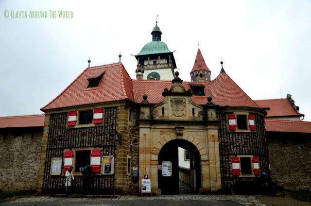 Entrada al castillo de Bouzov República Checa