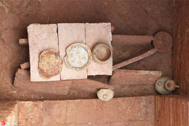 25 ancient tombs unearthed in China's Guangzhou