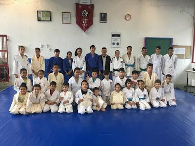 Alunos da Escolinha Municipal de Judô Mauro Sakai recebem novos quimonos