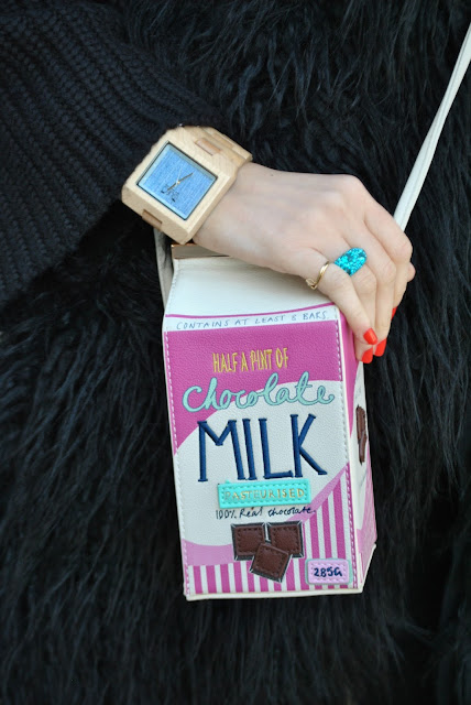 borsa a forma di cartone del latte milk bag borse strane borse stravaganti outfit borse strane outfit borse stravaganti milk bag outfit milk bag street style how to wear milk bag how to combine milk bag outfit invernali outfit marzo 2016 outfit casual invernali mariafelicia magno fashion blogger color block by felym fashion blogger italiane fashion blog italiani fashion blogger milano blogger italiane blogger italiane di moda blog di moda italiani ragazze bionde blonde hair blondie blonde girl fashion bloggers italy italian fashion bloggers influencer italiane italian influencer