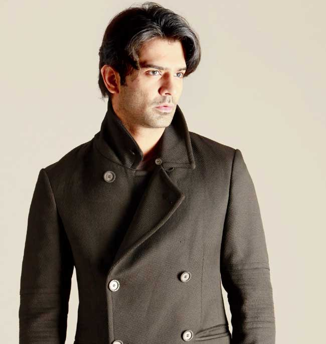 Barun Sobti Chose Satya ki Kiran for his TV Come back.Barun Sobti is well known famous actor for iss pyaar ko kya naam doon.Barun Sobti who played the role of Arnav Singh Raizada in iss pyaar ko kya naam doon is return the television after a gap of 3 years zee tv finite series Satya ki kiran. Satya ki kiran air on Zee tv.Barun Sobti will play the lead role a 27 years old boy.Barun Sobti play Satya character