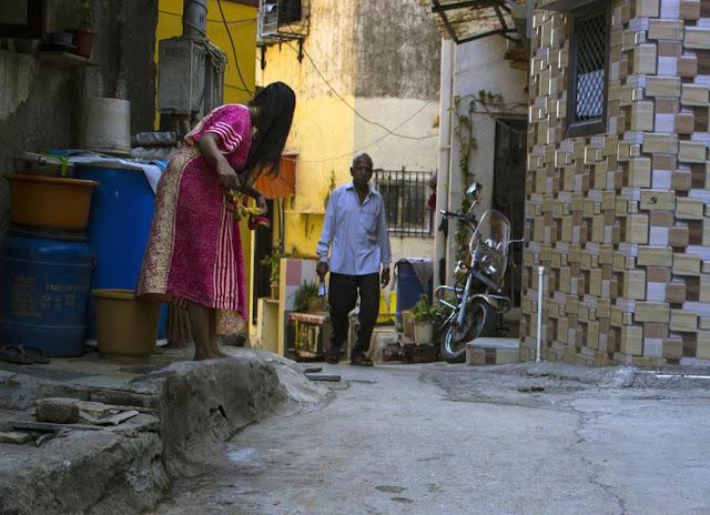 hair drying, worli, koliwada, street, street photo, street photography, mumbai, india, morning,