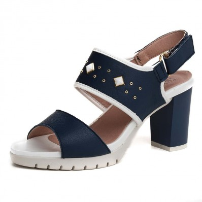zapatos azules y blancos