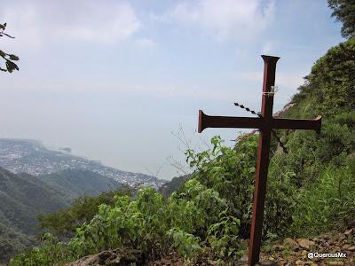 La segunda cruz, entre la cima de la Chupinaya y la capilla de Guadalupe