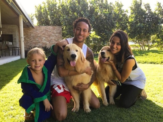 7: Neymar Jr.: Truco, Flush and Poke perritos