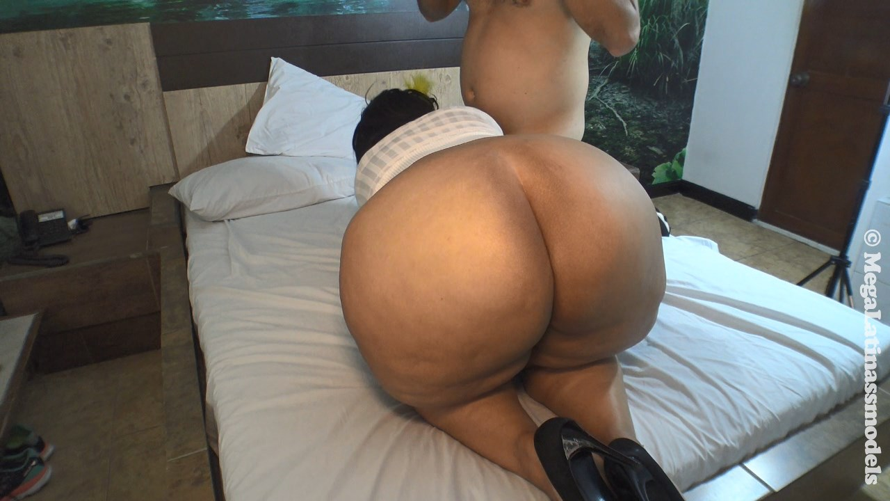 Coco austin naked ass