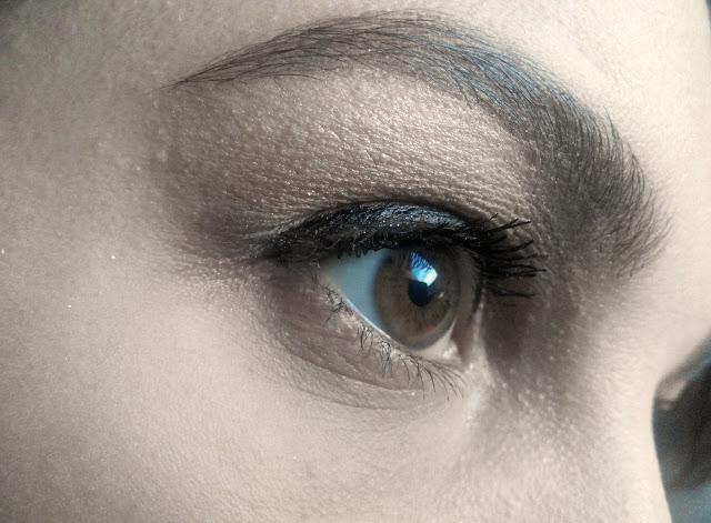 Essence Maximum Definition Volume Mascara makeup