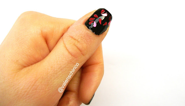 Anti-Valentine's day manicure with broken heart glitters by Valentina Chirico
