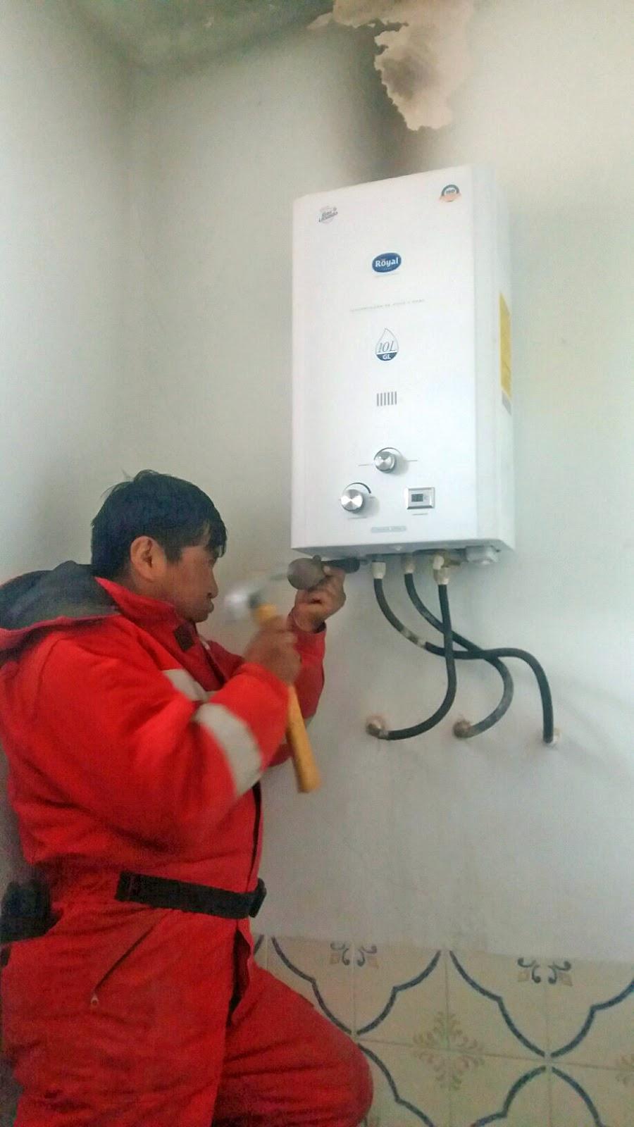 Leben in den Anden Boliviens: Warmwasserboiler ist installiert