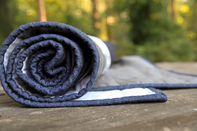 denim binding on a modern baby quilt | Lovely and Enough