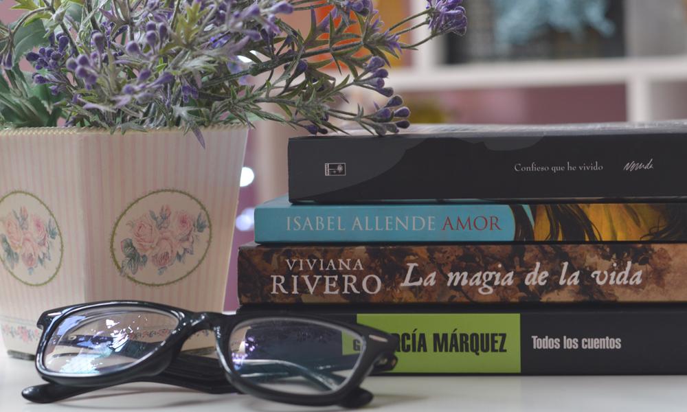 vaso de flor efeito bokeh livros óculos de grau tumblr literatura