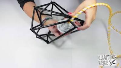cara membuat hiasan dinding dari sedotan plastik